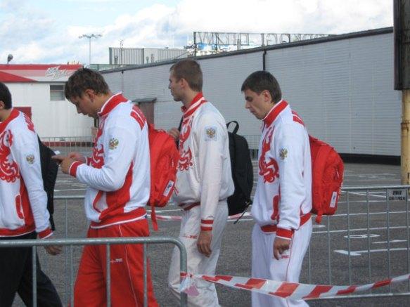 Im Gänsemarsch zum Sonntagstraining. Die russische Nationalmannschaft.