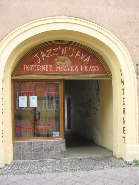 Nein, das ist nicht das Pressezentrum, auch wenn wir es so nennen. Denn in diesem Internetcafé entsteht das Plog.