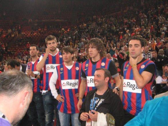Fußballbarca mangels Größe auf die Stühle - Final4 in Paris